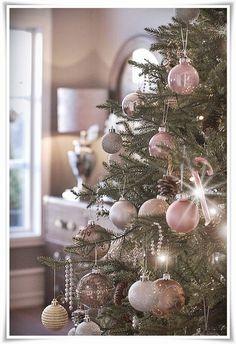Pink & Gold Christmas tree Noel Christmas, Winter Christmas, Rose Gold Christmas Tree, Christmas Photos, Christmas Tree Colours, Xmas Tree, Champagne Christmas Tree, Christmas Ornaments, Christmas Mantles