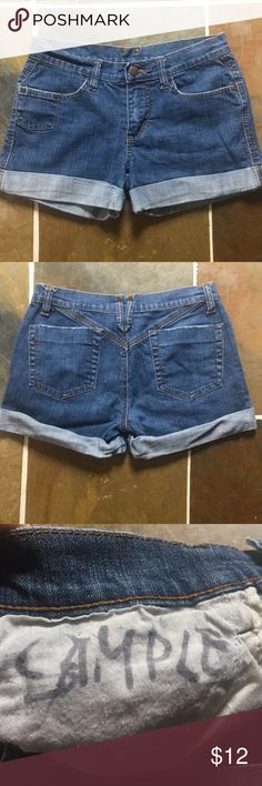 🍑booty jean shorts🍑 Sample sale jean shorts from Ecko. Stretchy material. No tags. Sized small to xs. Measurements taken laying flat: hips 13.5, 11 inches from waist band to bottom hem, 3 inch inseam, 16 inches across back. Ecko Unlimited Shorts Jean Shorts