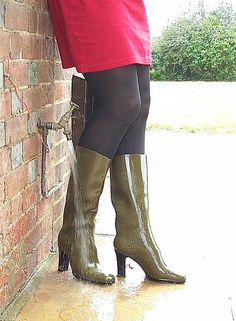 Cleaning my boots after the pond | par Freya loves high heel rubber boots & wellies