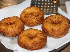 Papanasi - Papanasi prajiti Romanian Food, Food Cakes, Cheesecakes, Bagel, Cake Recipes, Tasty, Bread, Cookies, Sweet