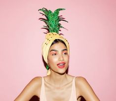 Some tropical accessory inspiration straight from our 'IF YOU LIKE PINA COLADAS' headpiece Collection - the perfect combo between a pineapple and a Turban. Someone said resort fashion? Click through to be farther inspired by these designs. Moda Tropical, Tropical Party, Pineapple Hat, Pineapple Print, Pineapple Fancy Dress, Pineapple Costume Diy, Fascinator, Club Tropicana, Tropical Fashion