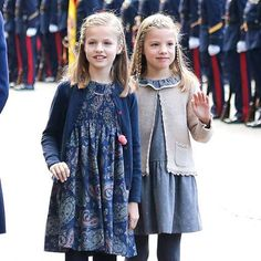 La Princesa Leonor y la Infanta Sofía de España conquistan en el desfile de la Fiesta Nacional.