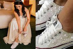 Tendência do ano: Noiva de tênis personalizado! Wedding Sneakers, White Wedding Shoes, Hops Wedding, Wedding Gowns, Quinceanera Decorations, Quinceanera Dresses, 15 Dresses, Party Fashion, Wedding Styles