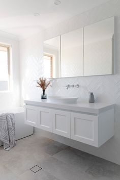 Modern Classic Bathrooms, Timeless Bathroom, Modern Small Bathroom Design, Small Bathroom Layout, Small Bathroom Tiles, Bathroom Design Layout, Bathroom Tile Designs, Bathroom Trends, Bathroom Renovations