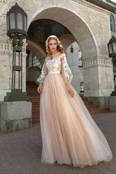 Buy a wedding dress in the salon Valencia (Moscow) - dresses muslim rustic Rustic Wedding Dresses, Cute Wedding Dress, Wedding Dress Trends, Weeding Dress, Trendy Wedding, Bridal Gown Styles, Bridal Gowns, Wedding Gowns, Dress Dior