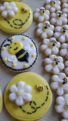 Bumblebee baby shower cookies... Bee Cookies, Fancy Cookies, Heart Cookies, Sugar Cookies Recipe, Cookie Ideas, Cookie Recipes, Fondant, Fake Cake, Baby Shower Cookies