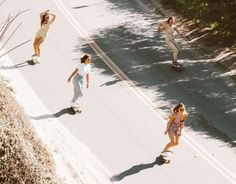 Just your best girls, summer sun and some roller blades to set the mood. Photography Beach, Film Photography, Summer Aesthetic, Retro Aesthetic, Summer Vibes, Girls Skate, Damien Chazelle, Statue Antique, Carpe Koi