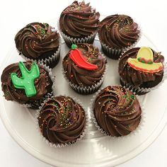Mexican Hot Chocolate cupcakes helped us celebrate Cinqo de Mayo! Hot Chocolate Cupcakes, Mexican Hot Chocolate, Fun Cupcakes, Delicious Food, Desserts, Cool Cupcakes, Tailgate Desserts, Deserts, Funny Cupcakes