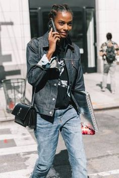 Update your jean outfit combinations with our favorite denim looks that will never go out of style. Get inspired inside. Jean Jacket Outfits, Outfit Jeans, Denim Outfits, Denim Fashion, Girl Fashion, Fashion Outfits, Street Fashion, Dark Denim Jacket, Denim Trends