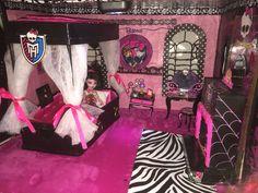 draculaura's bedroom - cardboard dollhouse - bedroom -Maison en carton