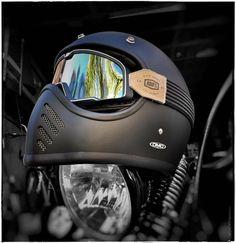 Chopper Helmets, Biker Helmets, Cafe Racer Moto, Cafe Racer Helmet, Motorcycle Helmet Design, Motorcycle Suit, Vintage Motorcycles, Custom Motorcycles, Nine T Bmw