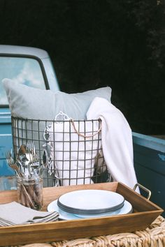There's nothing quite like an afternoon spent outdoors, tailgatingwith friends before a big event, on a crisp, fall day. Today we're showing you how to plus up your tailgate, while still keeping some of the old school traditions alive. It's surprising how easy it can be toelevate your tailgate