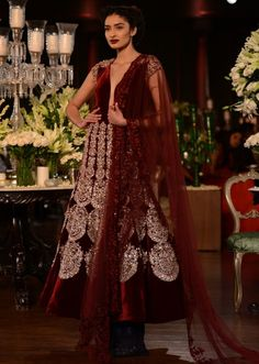 Manish Malhotra heavy ethnic collection inspired bythe silhouettes of royality at PCJ Delhi Couture Week 2013 MM80
