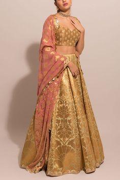 Lehnga Dress, Brocade Dresses, Indian Gowns Dresses, Nikkah Dress, Indian Fashion Dresses, Indian Designer Outfits, Brocade Suits, Fashion Outfits, Brocade Lehenga