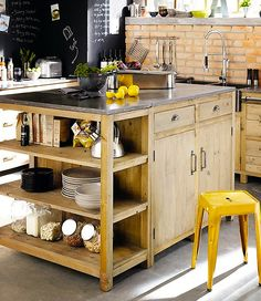 Fabriquer un îlot de cuisine- 35 idées de design créatives wooden kitchen island More DIY decor: An island of cuiKitchen with central islandKitchen idea decorated with Wooden Kitchen, Rustic Kitchen, Diy Kitchen, Vintage Kitchen, Kitchen Dining, Kitchen Decor, Kitchen Ideas, Kitchen Shelves, Cuisines Diy