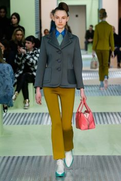 Prada Fall 2015 Ready-to-Wear Collection - Vogue Miuccia Prada, Vogue Fashion, Fashion Show, Milan Fashion, Mustard Pants, Winter Mode, Fall Winter, Models, Business Outfits