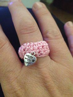 Anello uncinetto Crochet Home, Crochet Crafts, Crochet Projects, Knit Crochet, Crochet Cushion Cover, Crochet Cushions, Fringe Earrings, Stud Earrings, Easy Crochet Stitches