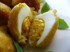 Huevos rebozados rellenos