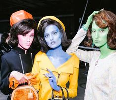 Moschino Fall/Winter 2018/2019 Fashion Show. Jeremy Scott designs for this collection focuses on the JFK conspiracies; Marilyn Monroe and Jackie Kennedy aliens were true, in the formal 1960s. The models painted with a colorful skin type portraits the aliens behind these icons. As usual, Scott never cease to surprise us with his unique and special creativity. I DON'T OWN ANY OF THE PICTURES
