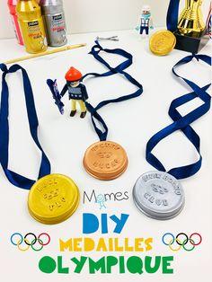 Pour se déguiser ou récompenser les petits sportifs, voici comment réaliser des médailles d'or, d'argent ou de bronze, personnalisables à l'infini ! Un brico digne des meilleures disciplines olympiques.
