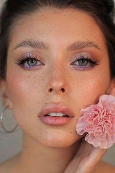 Bridal Makeup Trends For 2020 ★ bridal makeup trends lilac pink liner silver eyeshadows long lashes nude lips yana.yasnaya makeup silver Bridal Makeup Trends For 2020 Peach Makeup Look, Purple Makeup Looks, Soft Makeup Looks, 90s Makeup Look, Glitter Makeup Looks, Yellow Makeup, Creative Makeup Looks, Blush Makeup, Crazy Makeup