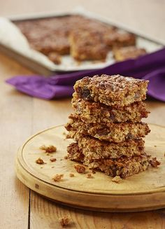 Peanut butter is a wonderful baking ingredient. Here it helps to bind the mixture and adds a delicious salty-sweet flavour. Healthy Dessert Recipes, Healthy Treats, Healthy Baking, Easy Desserts, Low Carb Recipes, Cookie Recipes, Delicious Desserts, Snack Recipes, Yummy Food