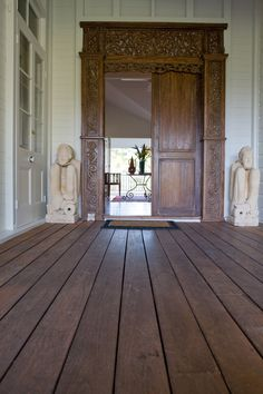 Mixing traditional Queenslander with some Balinese flair: I can see this door as my entrance to my new 1905 Queenslander. Balinese Interior, Balinese Decor, Indonesian Decor, First Home Owners, Bali Style Home, Bali Furniture, Outdoor Living Rooms, Queenslander, Asian Decor