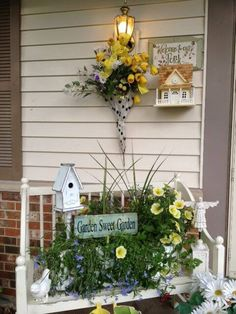 Spring is coming, and what is a better time to decorate your front porch? Your porch is a crucial part of your home. An enchanting porch does not only add character to your overall home design. Container Design, Country Front Porches, Small Front Porches, Junk Chic Cottage, Porch Bench, Vibeke Design, Summer Porch, Building A Porch, House With Porch