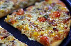 Eu ameeeei essa massa de pizza!!! Finalmente achei uma receita de massa de pizza para chamar de minha! Super fácil de fazer gente e fica muito leve!!! Em sites americanos eles não adicionam sal, ap… Macaroni And Cheese, Cake Recipes, Food And Drink, Snacks, Vegetables, Cooking, Ethnic Recipes, Health, Main Courses