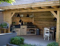 Deze maatwerk terrasoverkapping is prefab gemaakt in onze moderne werkplaats. De overkapping is gemaakt van fijnbezaagd douglas en de keuken van oud hout met een gezoet granieten blad. Wilt u ook een mooie keuken speciaal voor u op maat gemaakt Read on! →