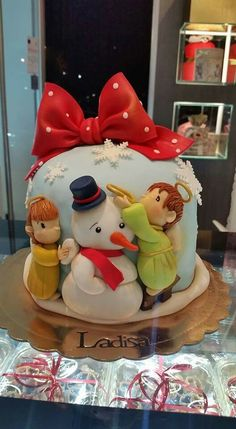 Angels looking after a snowman Christmas cake
