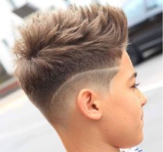 Short Textured Mohawk with Line Up – coiffures et barbe hommes Boys Haircuts 2018, Boy Haircuts Short, Cool Boys Haircuts, Little Boy Hairstyles, Mohawk Hairstyles, Haircuts For Men, Cool Hairstyles For Boys, Undercut Mohawk, Boys Fade Haircut