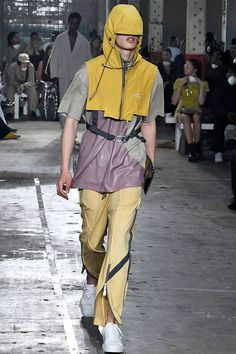 See all the Collection photos from A-Cold-Wall Spring/Summer 2019 Menswear now on British Vogue 3d Fashion, Fashion Images, Sport Fashion, Couture Fashion, Mens Fashion, Fashion Outfits, Fashion Design, Men's Outfits, Fashion Styles