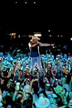 Steve Miller Rocks Kenny Chesney Concert in Oakland - Country Weekly Kenny Chesney Tour, Kenny Chesney Concert, Best Country Singers, Country Music Artists, Kenney Chesney, No Shoes Nation, Country Men, Cool Countries, Your Music
