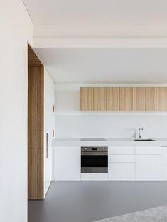 Darling Point Apartment Australian Interior Design, Interior Design Awards, Open Living Area, Open Plan Living, Minimalist Apartment, Minimalist Kitchen, Build Your Own House, Loft House, Apartment Kitchen