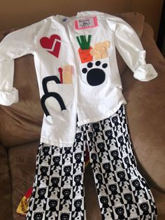 DIY Veterinarian outfit for Career Day. Halloween Costumes Plus Size, Office Halloween Costumes, Angel Halloween Costumes, Last Minute Halloween Costumes, Halloween Kids, Vet Costume, Boy Costumes, Career Costumes, Veterinarian Costume