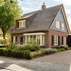 SelektHuis Uitgelicht - Eiger in landelijke stijl French Architecture, Dream Houses, Cape Cod, New Homes, House Styles, Projects, Life, Home Decor, House Ideas Exterior