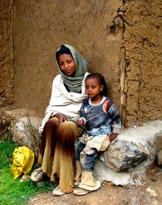 Mother and Daughter . Addis Ababa, Ethiopia