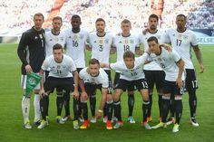 Die deutsche Mannschaft gegen Ungarn: Als einzige Spitze agierte Mario Götze.