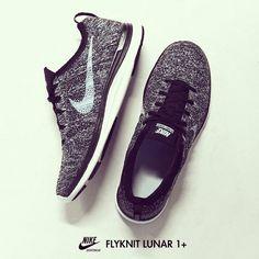 Nike flyknit Size 9.5 nike womens