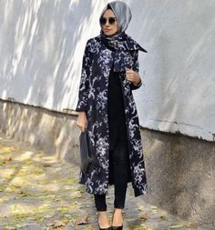 classy long jacket hijab outfit- Long cardigans and vests hijab trends http://www.justtrendygirls.com/long-cardigans-and-vests-hijab-trends/