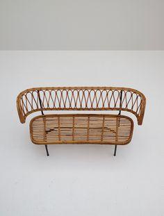 Rattan settee from Dirk van Sliedregt 1956 - City-furniture.be Design Rattan Dining Chairs, City Furniture, Settee, Bassinet, Window, Van, Sofa, Japanese, Design