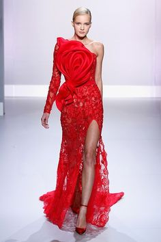 Ralph And Russo's Show At Paris Haute Couture Fashion Week 2014 - Paris Haute Couture Fashion Week 2014 Red Fashion, Fashion Week, Look Fashion, Paris Fashion, Fashion 2014, Fashion Images, Fashion Pictures, Runway Fashion, High Fashion