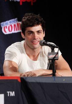 Oct 10   New York Comic-Con 2015 - 009 - Matthew Daddario Fan Photo Gallery