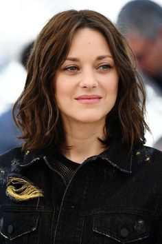Marion CotillardGoing for a dressed-down look, Marion Cotillard kept it classy with a natural-looking face and free-flowing hair. #refinery29 http://www.refinery29.com/2016/05/110653/cannes-beauty-looks-2016#slide-2