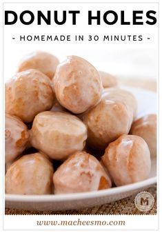 Homemade Donut Hole Recipe – 30 Minutes No Yeast ~ Macheesmo Donut holes in around 30 minutes flat. No joke it's doable and they are just as good as most donut shops. Don't forget the maple glaze! Bon Dessert, Dessert Aux Fruits, Simple Dessert, Dessert Food, Donut Hole Recipe, Baked Donut Holes, Easy Donut Recipe, Mini Donut Recipes, Doughnut Batter Recipe