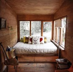 Just a cozy bed room. Cabin Interior Design, Casa Loft, Tiny House Cabin, Cabin Homes, Tiny House Movement, Cabin Interiors, Cozy Place, Luxurious Bedrooms, Living Spaces