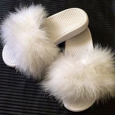 🆕Nike faux fur sandal Custom made Nike faux fur sandals, comment the size you need ! Cheaper on Mercari Nike Shoes Sandals Cute Shoes, Sock Shoes, Me Too Shoes, Shoe Boots, Shoes Heels, Nike Slippers, Fuzzy Slippers, Faux Fur Slides, Swagg