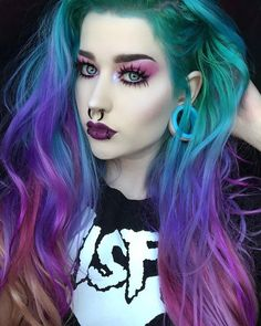 10 Must-Have Products for a Bomb AF Halloween Look Halloween is your best opportunity to reall Purple Hair, Ombre Hair, Pelo Multicolor, Halloween Look, Halloween Hair, Beautiful Hair Color, Coloured Hair, Unicorn Hair, Green Hair