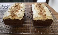 Carrot cakes with cream cheese frosting and almond dust